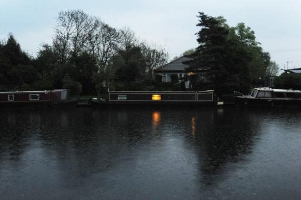 houseboat-rain adj