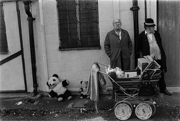 Street market, Cheshire Street, Tower Hamlets 1981.