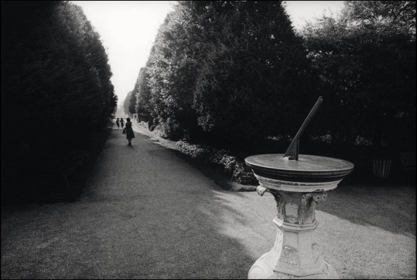 Sundial, Hampton Court Palace, 1979. © David Secombe.