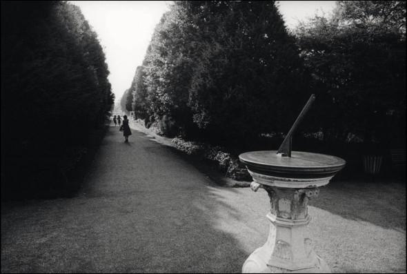Sundial, Hampton Court Palace, 1979. © David Secombe.