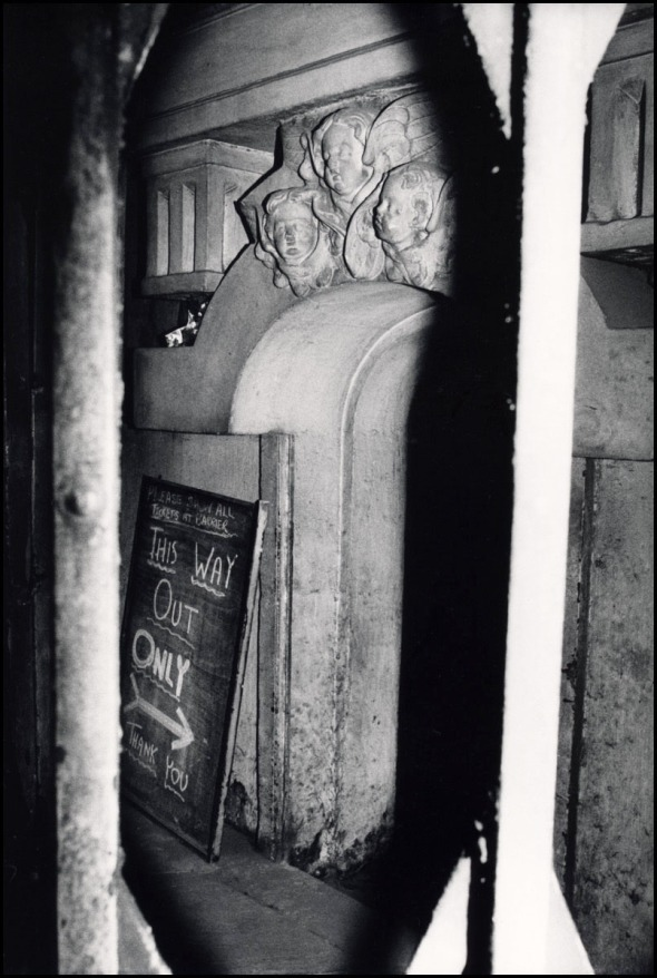 Entrance to Bank underground station showing an entrance to of the crypt of Hawksmoor's St. Mary Woolnoth, 1989. © David Secombe.