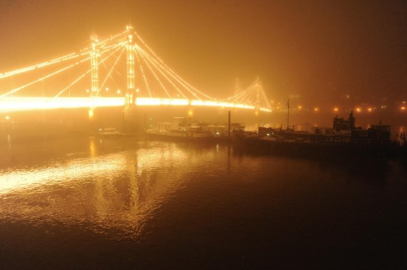 Albert Bridge in fog, November 2015. © David Secombe